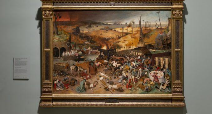 """En la sala 55 A del edificio Villanueva, el Museo del Prado expone """"El triunfo de la Muerte"""" de Bruegel tras su restauración"""