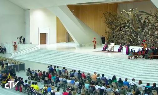 Histórico encuentro en el Vaticano del Papa con los enfermos de Huntington