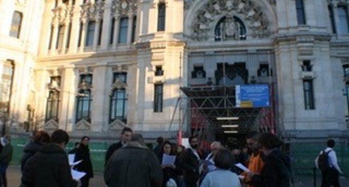Enraizados canta Villancicos ante el Ayto.de Madrid  para recordar a Carmena el verdadero sentido de la Navidad
