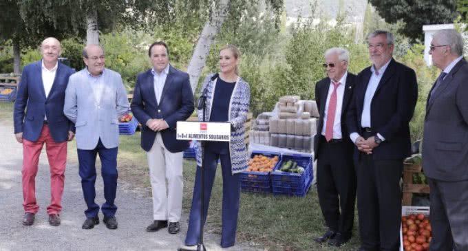Cifuentes entrega 33 toneladas de productos de las huertas de la Comunidad a entidades sociales de la región