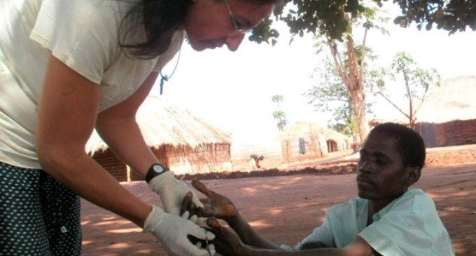 Estrella Arjomil: «Mi misión es llegar a las aldeas donde hay leprosos»