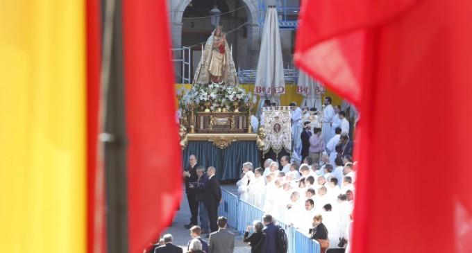 La alcaldesa renovó el Voto de la Villa en la Misa por la festividad de la Almudena, patrona de Madrid