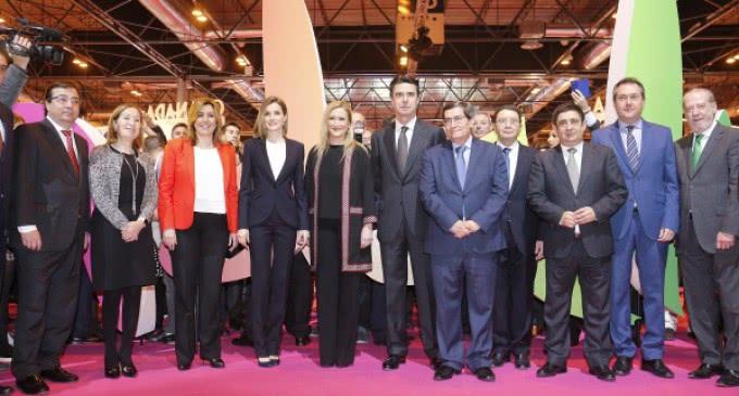 Cristina Cifuentes asiste a la inauguración de de la 36 edición de  FITUR