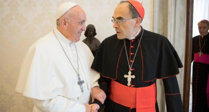 Francia: El Cardenal Barbarin es recibido por el Papa Francisco