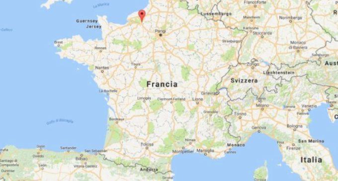 Francia: dos hombres armados entran en una iglesia y asesinan a un sacerdote