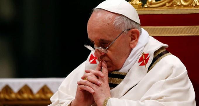 El Papa manifiesta su dolor por los atentados de París y reitera la condena de la violencia