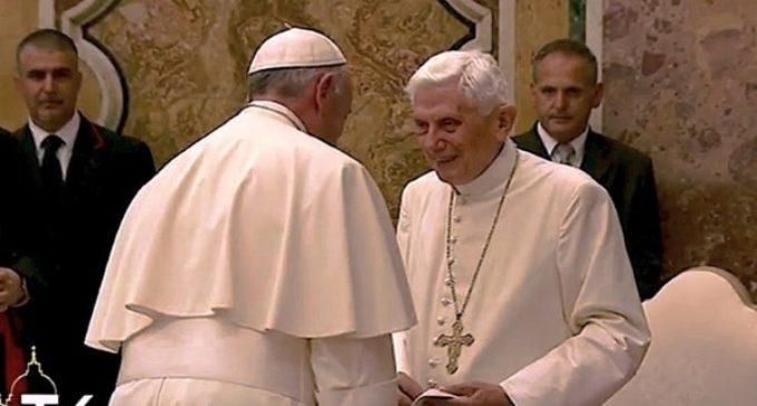 Benedicto XVI: La Santa Sede desmiente los rumores de una enfermedad degenerativa