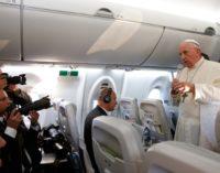 Francisco comprende el «sufrimiento» de la Iglesia clandestina china y dice que «los obispos los nombra el Papa»