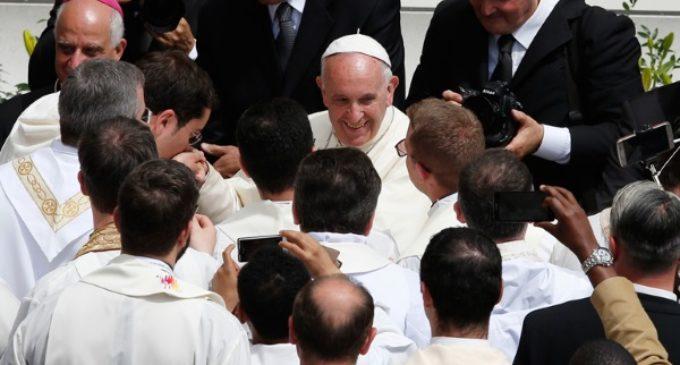 Francisco: «El sacerdocio no es lugar para las personas con tendencias homosexuales arraigadas»