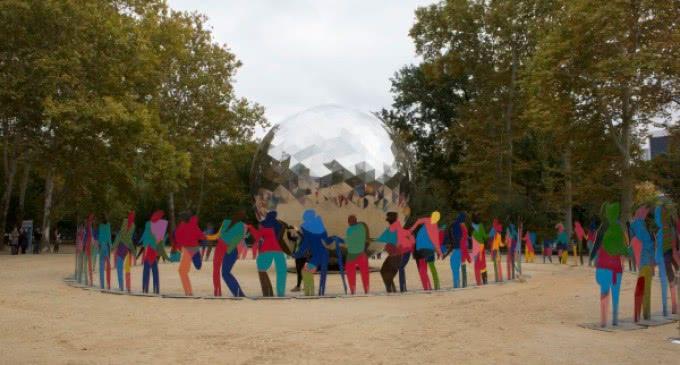 """Ban Ki –moon,  inauguró en Central Park (Nueva York), la instalación de Gabarrón """"Universo de Luz"""""""