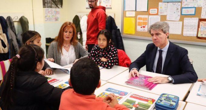 Garrido anuncia la convocatoria de 3.500 plazas de maestros para los colegios públicos madrileños