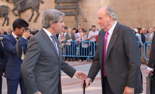 Garrido asiste a la corrida de la Beneficencia celebrada en la plaza de toros de Las Ventas, presidida por S.M. el Rey Don Juan Carlos
