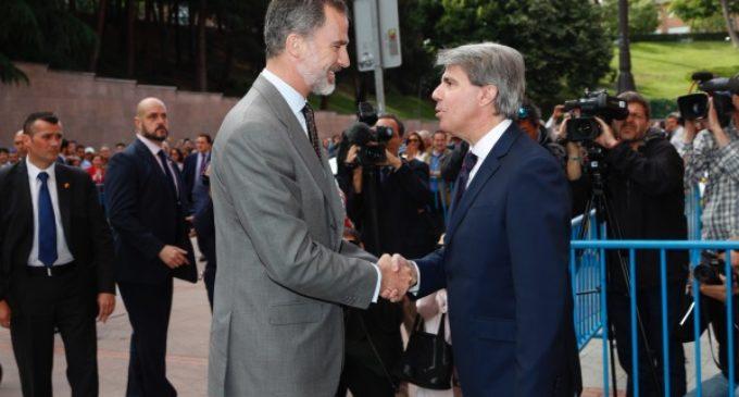 Garrido asiste a la corrida de la Prensa presidida por S.M. el Rey Felipe VI en la plaza de toros de Las Ventas