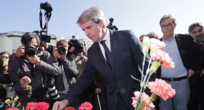 Garrido asiste al homenaje a las víctimas del 11-M en la estación de Atocha