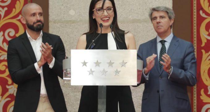 Garrido entrega a Luz Casal la Medalla Internacional de las Artes de la Comunidad