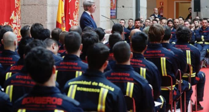 Garrido recibe a los 113 nuevos bomberos de la Comunidad, la promoción más numerosa de los últimos 15 años