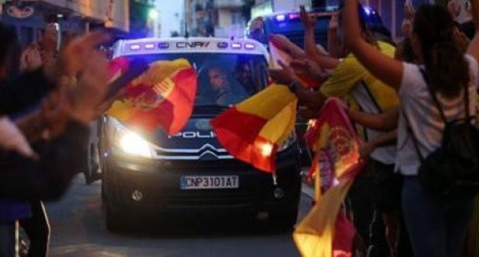 Movilización ciudadana para que Marlaska condecore a los agentes desplazados a Cataluña durante el golpe de Estado
