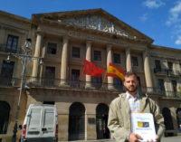 HazteOir.org entrega a Chivite más de 30.000 firmas en apoyo a la Guardia Civil de Navarra