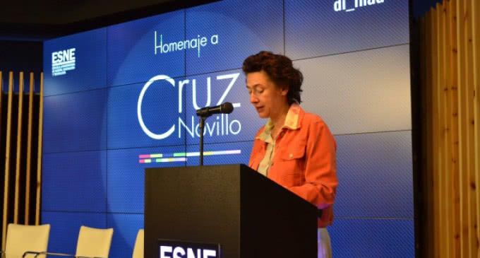 Fernández de Córdova destaca la innovación y la ética de Cruz Novillo, creador del escudo y la bandera regional