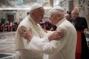 Homenaje Benedicto XVI. El Papa emérito y francisco 2