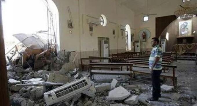 """Acto vandálico en Irak: el Daesh destruye la """"iglesia del reloj"""" de los padres dominicos en el centro de Mosul"""