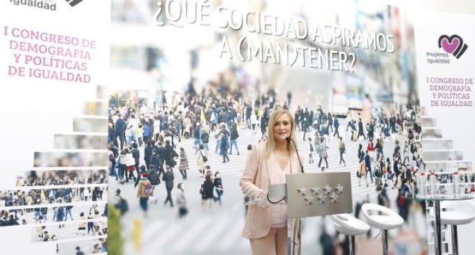 La situación laboral de las mujeres madrileñas ha mejorado, pero aún queda mucho por hacer, ha dicho Cifuentes