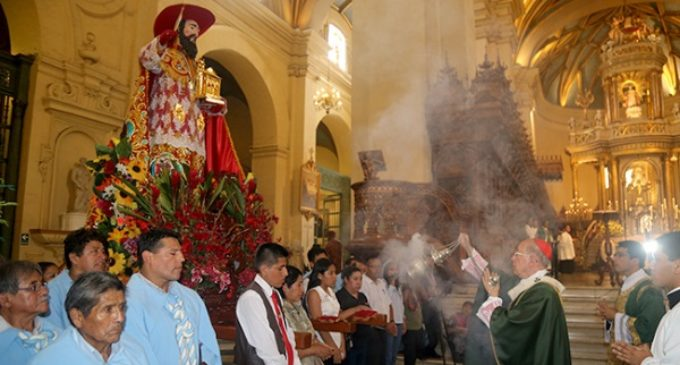 Celebran una misa en la catedral de Lima para los quechua-hablantes de Perú