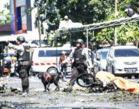 El Papa, con las víctimas de los atentados en Indonesia