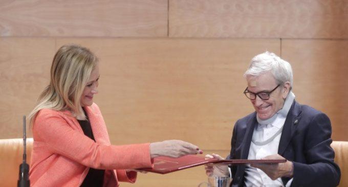 Cifuentes firma un convenio con la Fundación Francisco Luzón para seguir avanzando en la investigación de la ELA