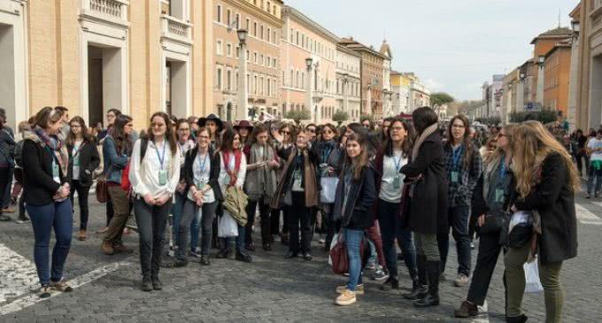 """La Iglesia alienta a los jóvenes universitarios a ser """"alegres evangelizadores"""" en su contexto cotidiano"""