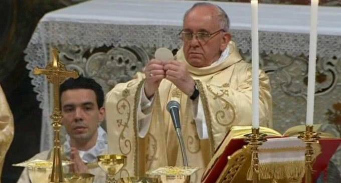 Francisco en la Epifanía: »Los Magos no rechazaron la pequeñez del Niño»