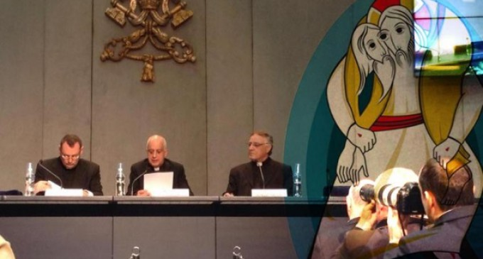 En  la oficina de prensa de la Santa Sede se presentan dos iniciativas vinculadas con el Jubileo