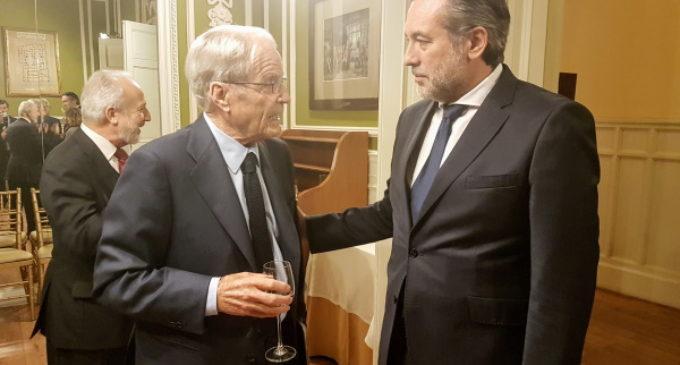 López, en la entrega del premio que reconoce la figura del jurista Antonio Garrigues Walker