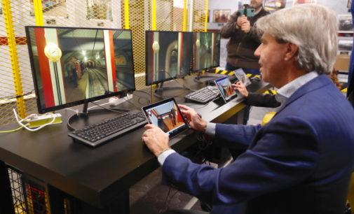 La Comunidad crea una zona interactiva de realidad virtual que permite conducir trenes con simuladores en Metro de Madrid