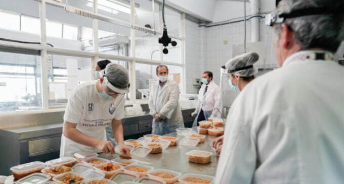 La Comunidad de Madrid, Ayuntamiento y voluntarios se unen para suministrar comidas a 1.000 familias desfavorecidas