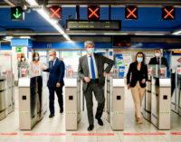 La Comunidad de Madrid adaptará a lectura fácil toda la información de servicio público de su red de Metro