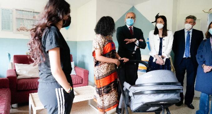 Ayudas de la Comunidad para que mujeres en situación de vulnerabilidad puedan seguir con sus embarazos