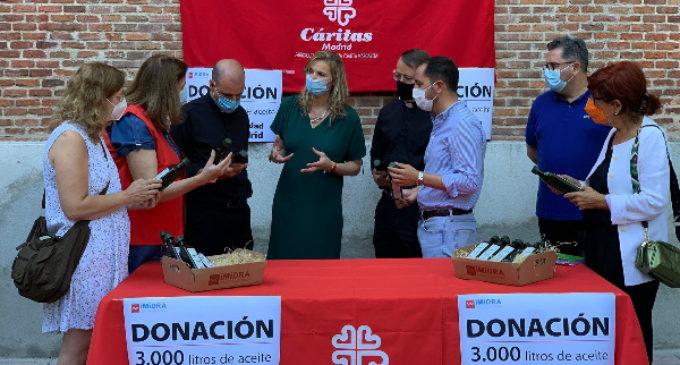 3.000 litros de aceite de oliva producidos por IMIDRA son entregados a Caritas por la Comunidad de Madrid