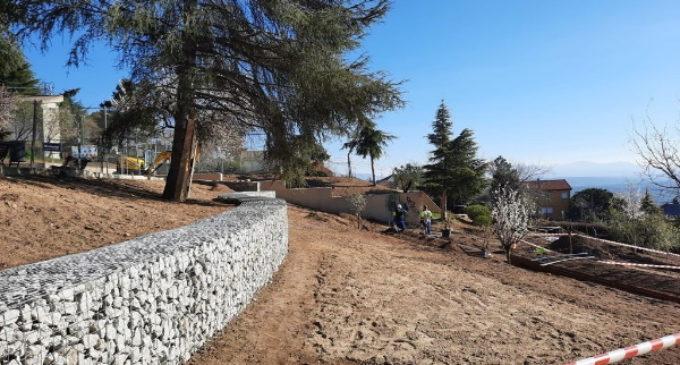 La Comunidad de Madrid restaura y renueva el jardín del albergue juvenil de El Escorial