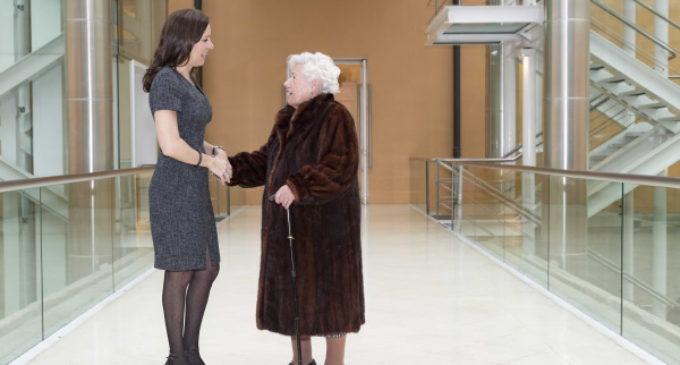 La Comunidad de Madrid se reúne con la concejal más longeva de España, María del Rosario Testa, 'Charito'