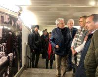 La Comunidad de Madrid tematiza la estación de metro de La Latina con fotos de El Rastro