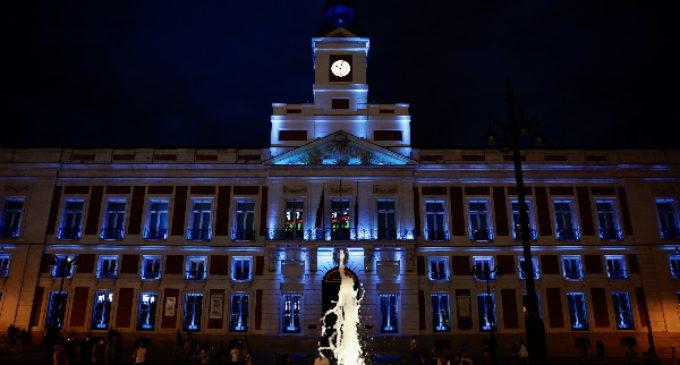 La Comunidad ilumina la fachada de la Real Casa de Correos para celebrar que El Retiro y el Paseo del Prado son Patrimonio Mundial de la UNESCO