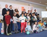 La Comunidad participa en la entrega de regalos de la Fundación Real Madrid a menores tutelados