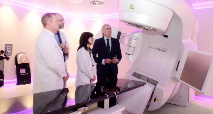 La Comunidad pone en marcha el primer acelerador lineal contra el cáncer donado por la Fundación Amancio Ortega