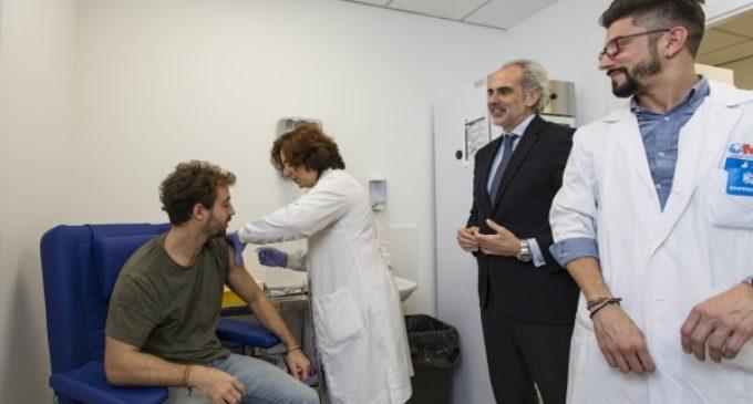 La Comunidad pone en marcha una nueva unidad de vacunación internacional en el Centro de General Oraá