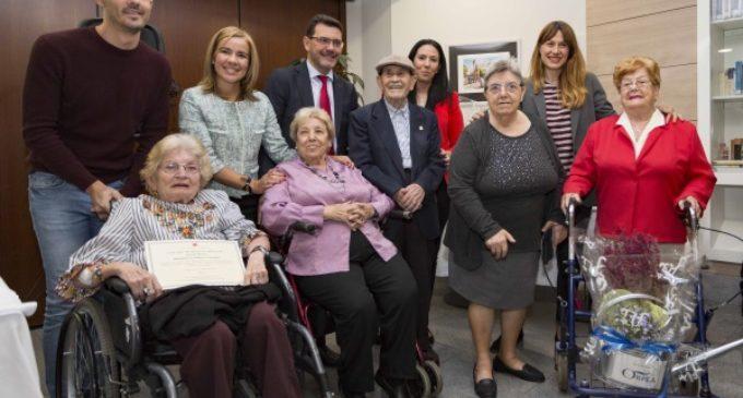 La Comunidad potencia la creatividad de los mayores a través de un concurso de decoración de jardines