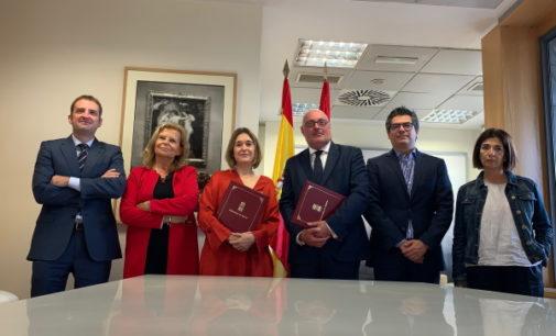 La Comunidad y CEDRO firman un acuerdo pionero sobre el pago de derechos de autor por el préstamo en las bibliotecas públicas