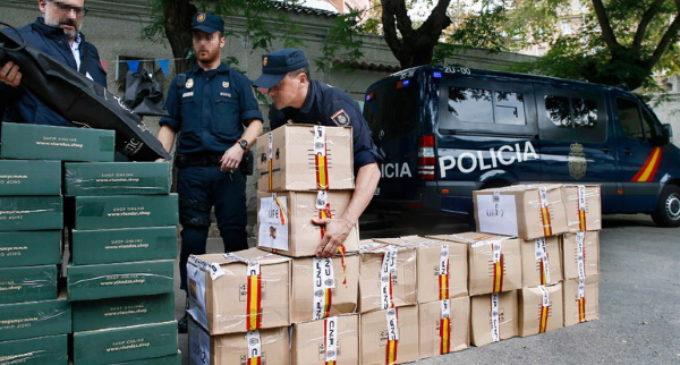 La Policía dona los regalos que les entregaron por su actuación en Cataluña a una parroquia de Barcelona