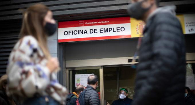 La enfermedad crónica del desempleo: La COVID-19 ha agravado la precariedad en el trabajo y el paro.