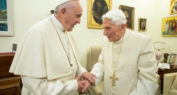 La firma del Papa emérito será retirada del libro del cardenal Sarah